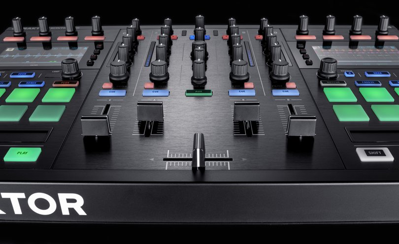 img-ce-gallery-traktor-kontrol-s5_overview_img02-383a2cafcc2dba6209344b3d3ee141a7-d