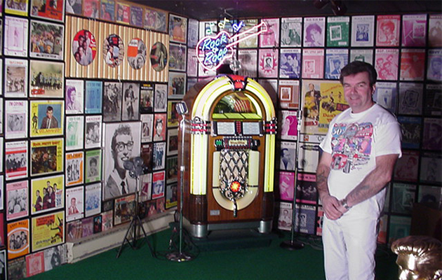 albert-jukebox-with-record-collection