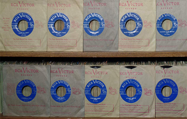 ten-elvis-presley-1956-canadian-only-light-blue-label-45s-in-mint-condition