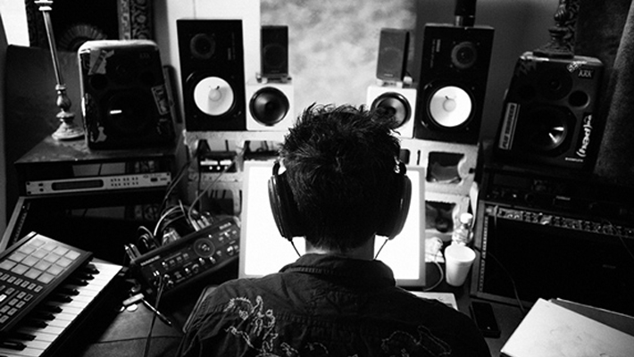 3 reasons why being a DJ will help make you a better producer.