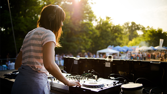 How to Flawlessly DJ an Outdoor Event